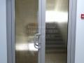 Алюминиевая двустворчатая дверь