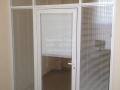 Алюминиевые двери с жалюзи