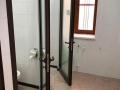 Алюминиевые двери со стеклом